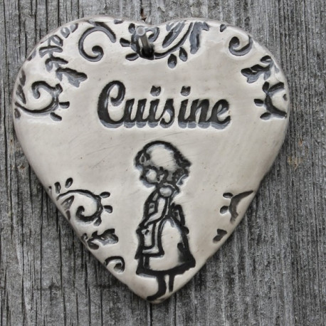 "faïence coeur ""Cuisine"" (petite fille en tablier)"